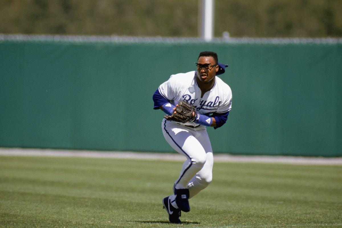 Bo Jackson makes the catch