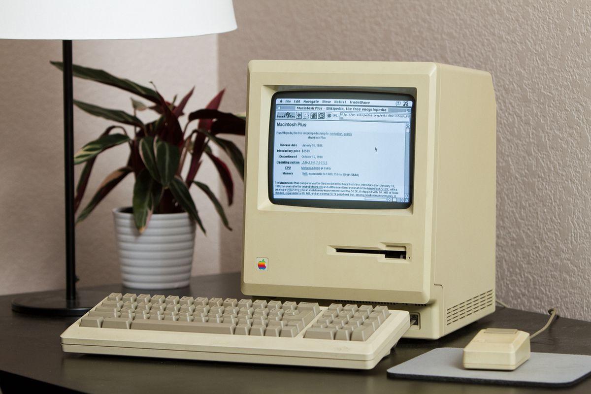 Mac Plus on the web (Jeff Keacher)