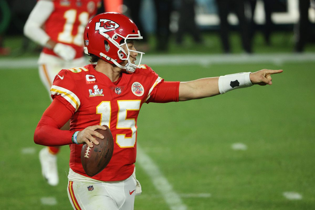 Patrick Mahomes #15 of the Kansas City Chiefs looks to pass against the Tampa Bay Buccaneers in Super Bowl LV at Raymond James Stadium on February 07, 2021 in Tampa, Florida.