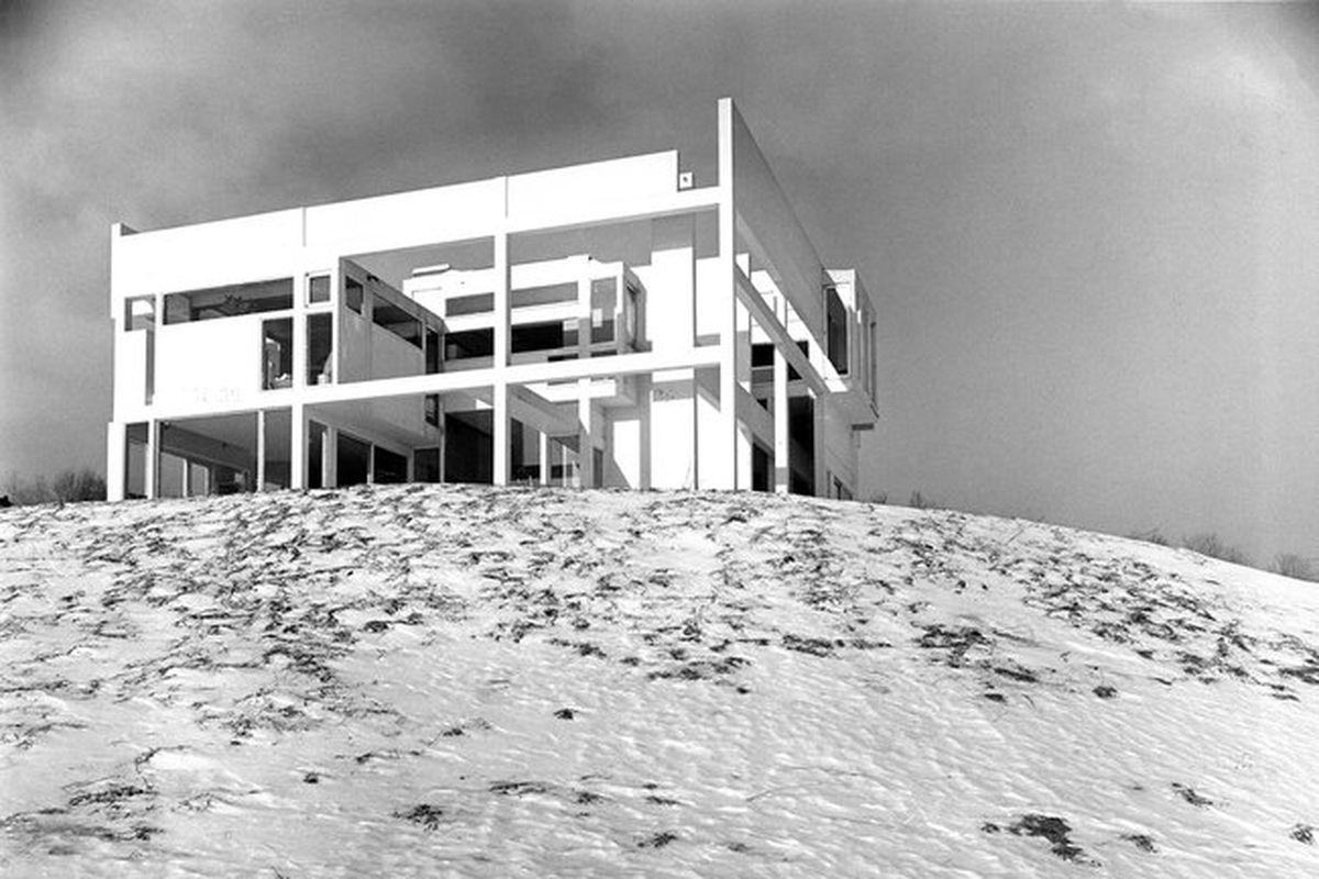 deconstructivist house by Peter Eisenman