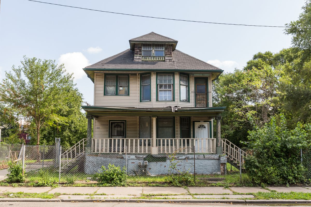 hubbard farms duplex needs complete rehab asks 150k curbed detroit. Black Bedroom Furniture Sets. Home Design Ideas