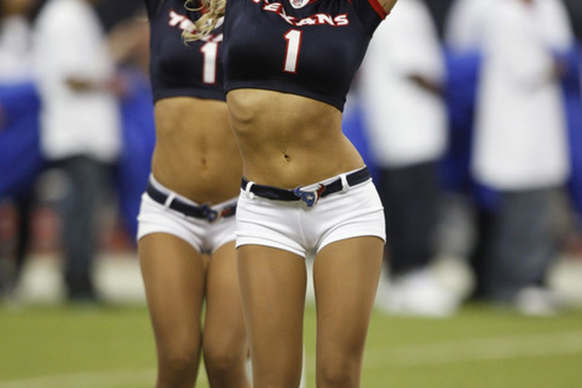Well hello NFL, its nice to have you back.  (Photo by Bob Levey/Getty Images)