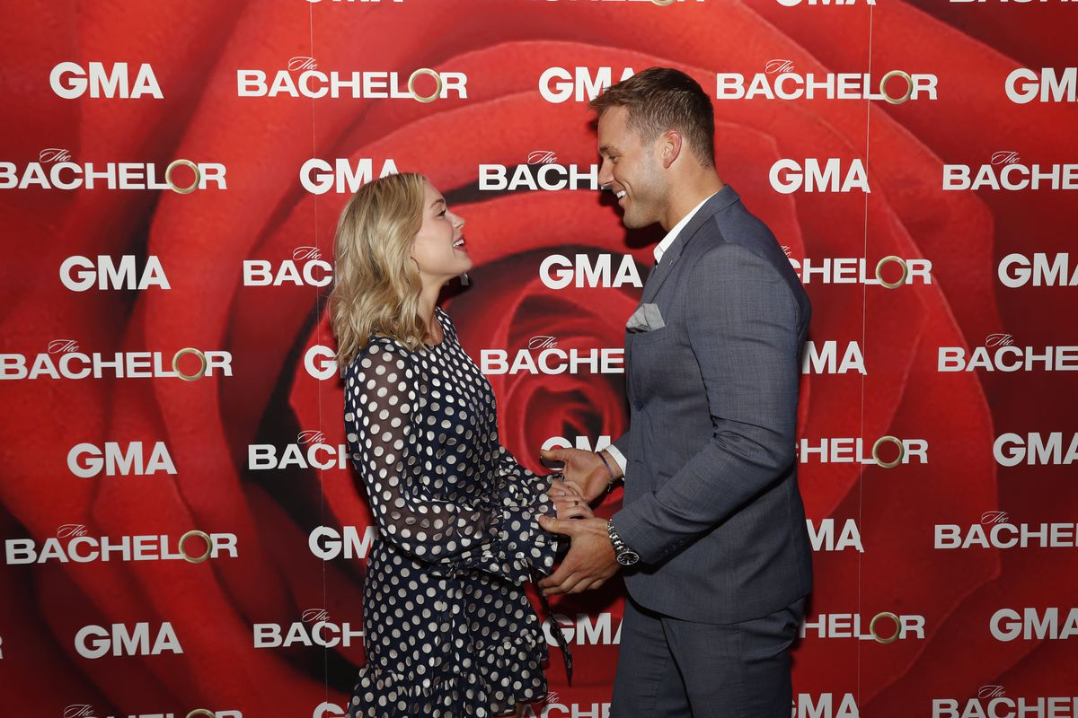 "e00c5b4d4f2 Colton Underwood and Cassie Randolph of ABC's ""The Bachelor"" face each  other and hold"