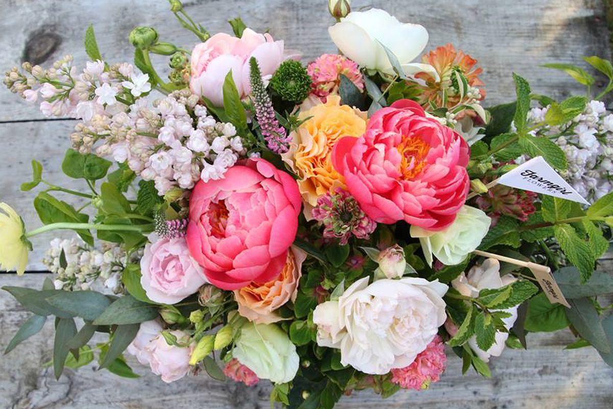 "<a href=""https://www.facebook.com/FarmgirlFlowers/photos/a.339604139421965.71714.128080000574381/811281805587527/?type=1&theater"" target=""_blank"">Farmgirl Flowers</a>/Facebook"