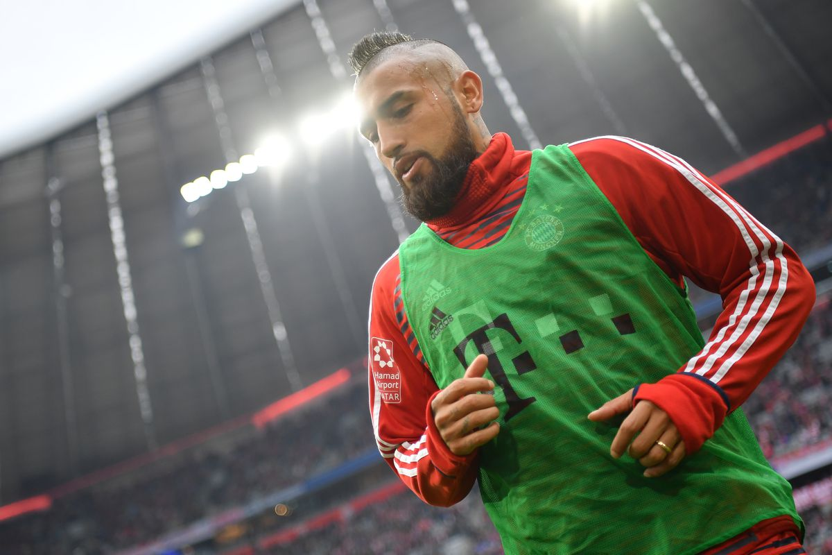 Arturo Vidal of Bayern Muenchen looks on prior to the Bundesliga match between FC Bayern Muenchen and Hamburger SV at Allianz Arena on March 10, 2018 in Munich, Germany.