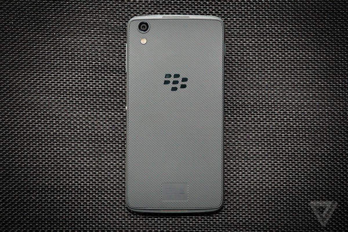 BlackBerry DTEK50 review rear