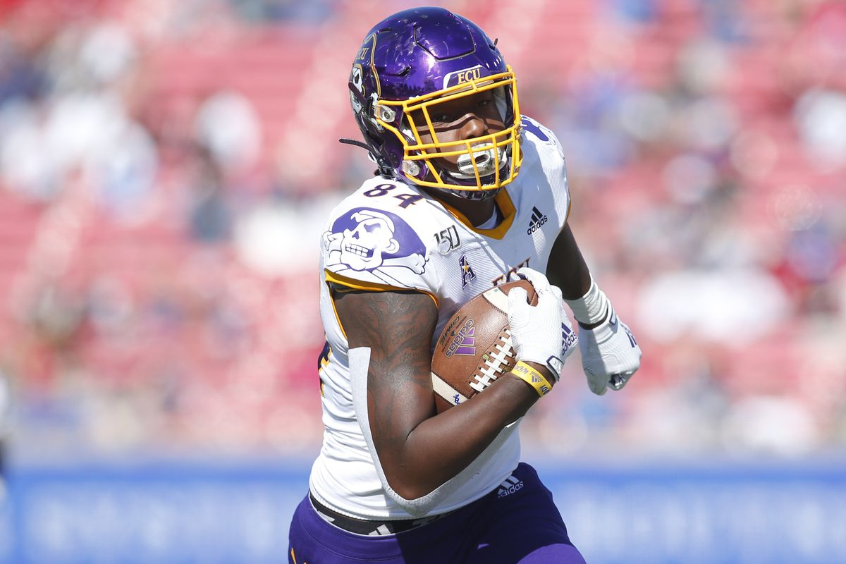 East Carolina Pirates tight end Zech Byrd catches a pass for a touchdown against the Southern Methodist Mustangs in the third quarter at Gerald J. Ford Stadium.