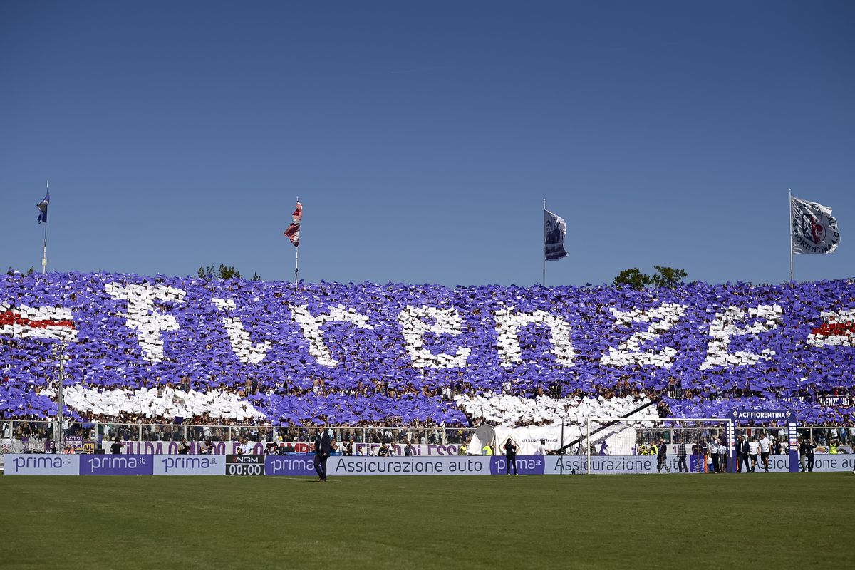 Fans of ACF Fiorentina show their support prior to the Serie...