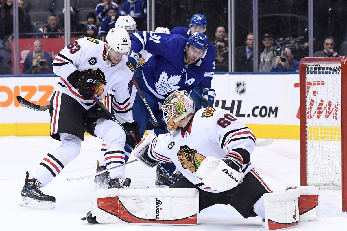 Blackhawks hold off Maple Leafs for 4th straight win 610d0af44