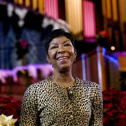 """At the request of a reporter, Natalie Cole sings """"Unforgettable: With Love"""" after discussing her performance in the annual Christmas concert at the Conference Center in Salt Lake Friday."""