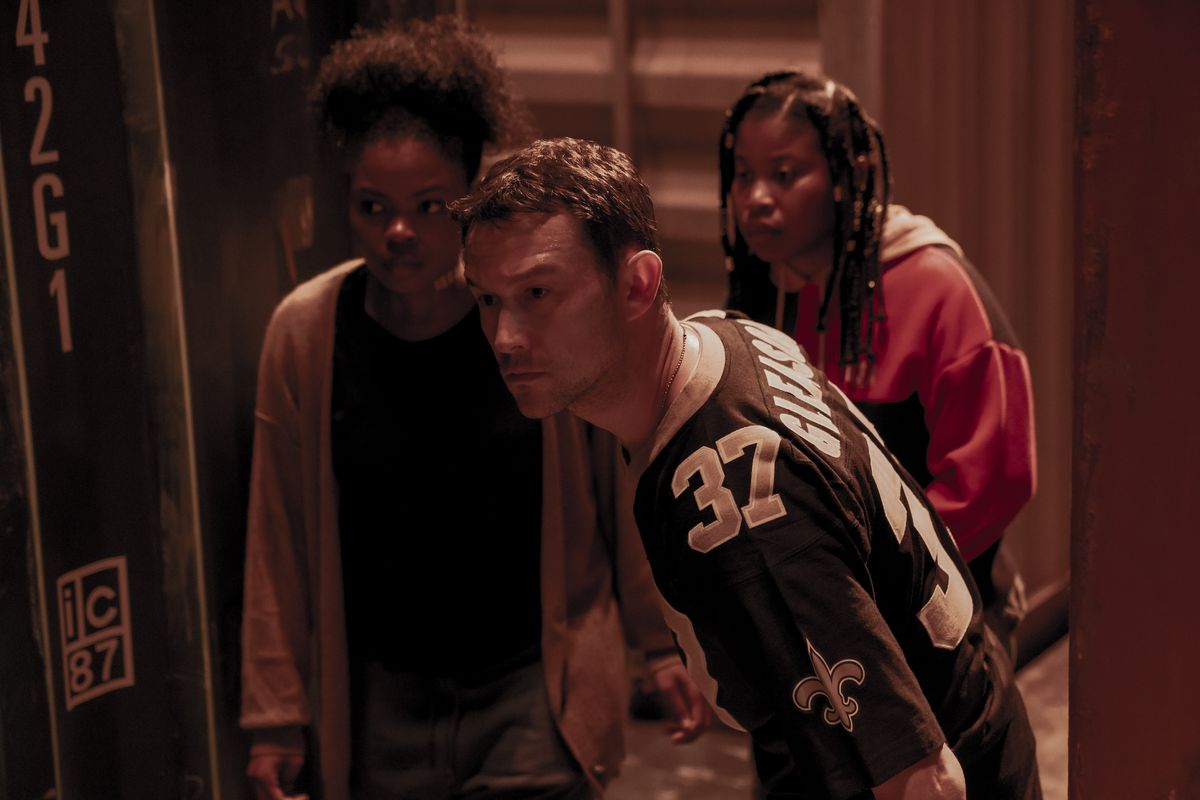 SIENNA JEFFRIES AS LOOPER, JOSEPH GORDON-LEVITT as FRANK and DOMINIQUE FISHBACK as ROBIN in PROJECT POWER