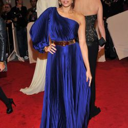 Eva Mendes, also in Stella McCartney