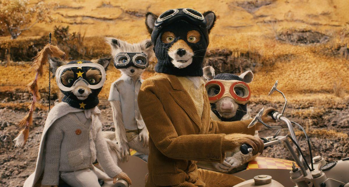 Foxy Fox y sus amigos en una motocicleta en Fantastic Mr. Fox