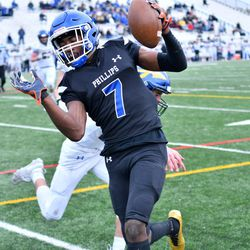 Phillips' Fabian McCray (7) steps into the end zone. Worsom Robinson/For the Sun-Times.