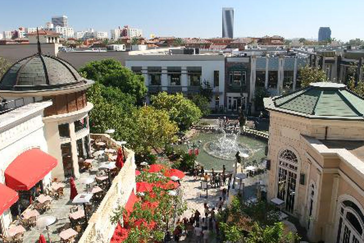 """The Grove. Photo via <a href=""""http://www.city-data.com/articles/The-Grove-Mall-in-Los-Angeles-Los.html#b"""">City-Data</a>."""