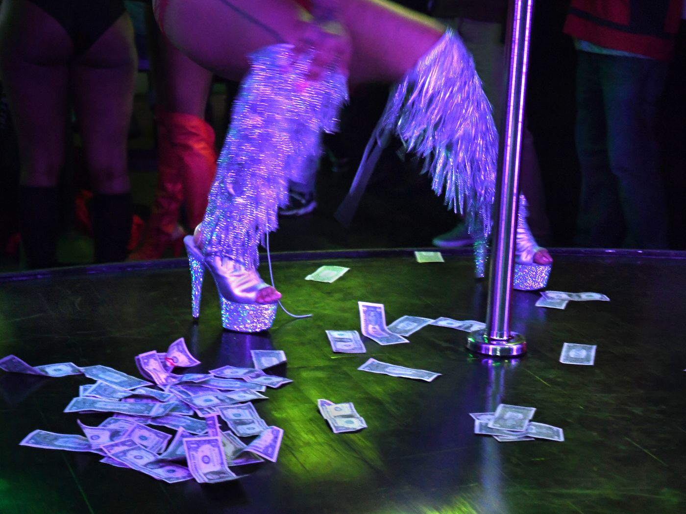 What It S Like To Work At A Strip Club During The Coronavirus Pandemic Vox