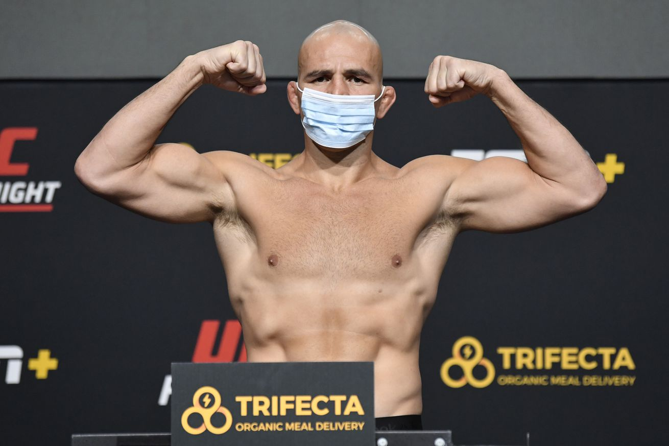UFC Fight Night Santos v Teixeira: Weigh-Ins