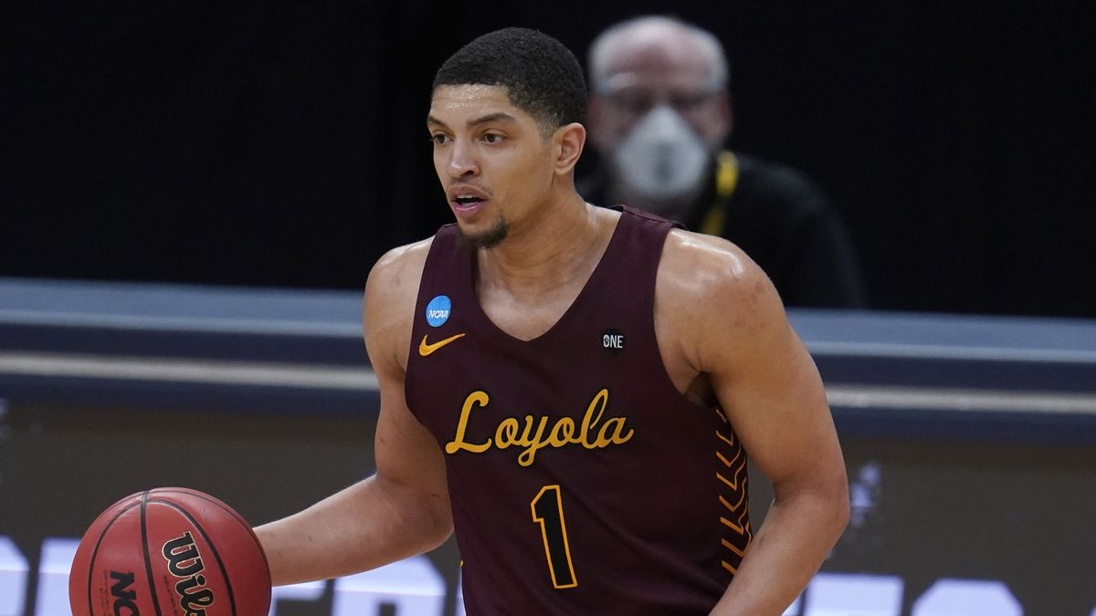 Loyola Chicago guard Lucas Williamson plays against Illinois during the second half of a men's college basketball game in the second round of the NCAA tournament at Bankers Life Fieldhouse in Indianapolis, Sunday, March 21, 2021. (AP Photo/Paul Sancya) ORG XMIT: NYOTK
