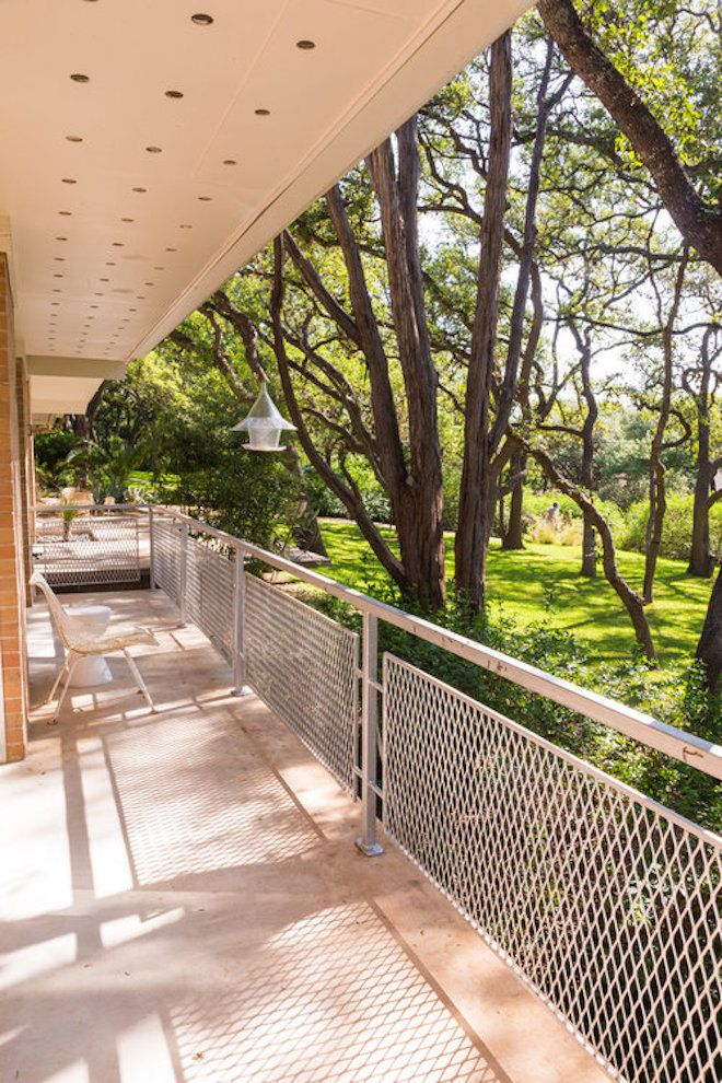 Eichler Inspired Texas Ranch Hides A 60s Bomb Shelter