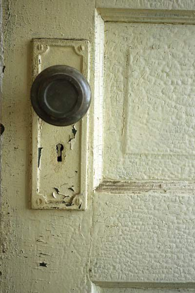 Puerta con pintura con plomo