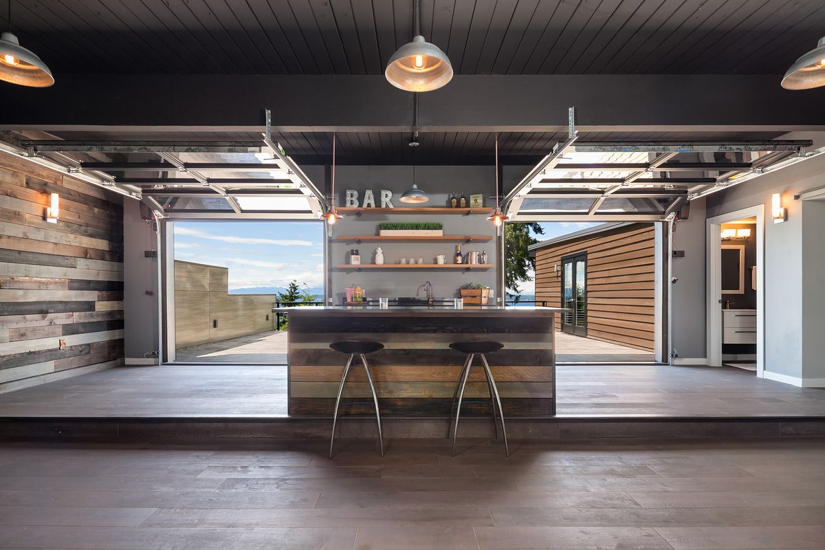 Your very own rooftop bar in this midcentury modern Broadview home ...