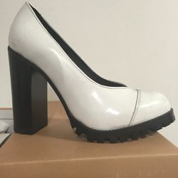 Oak Tabby heel in size 7, $78 (was $195)