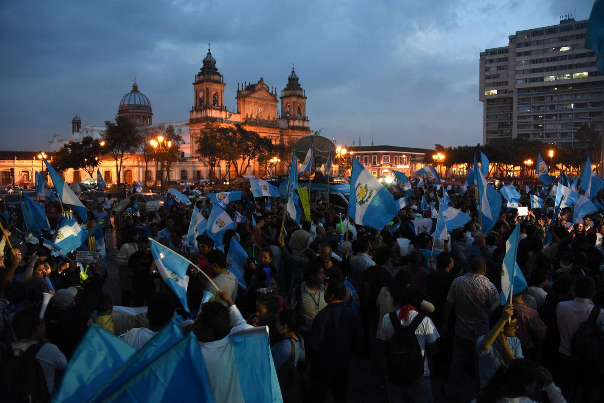 Guatemalans celebrate Congress's decision to strip Perez Molina of immunity