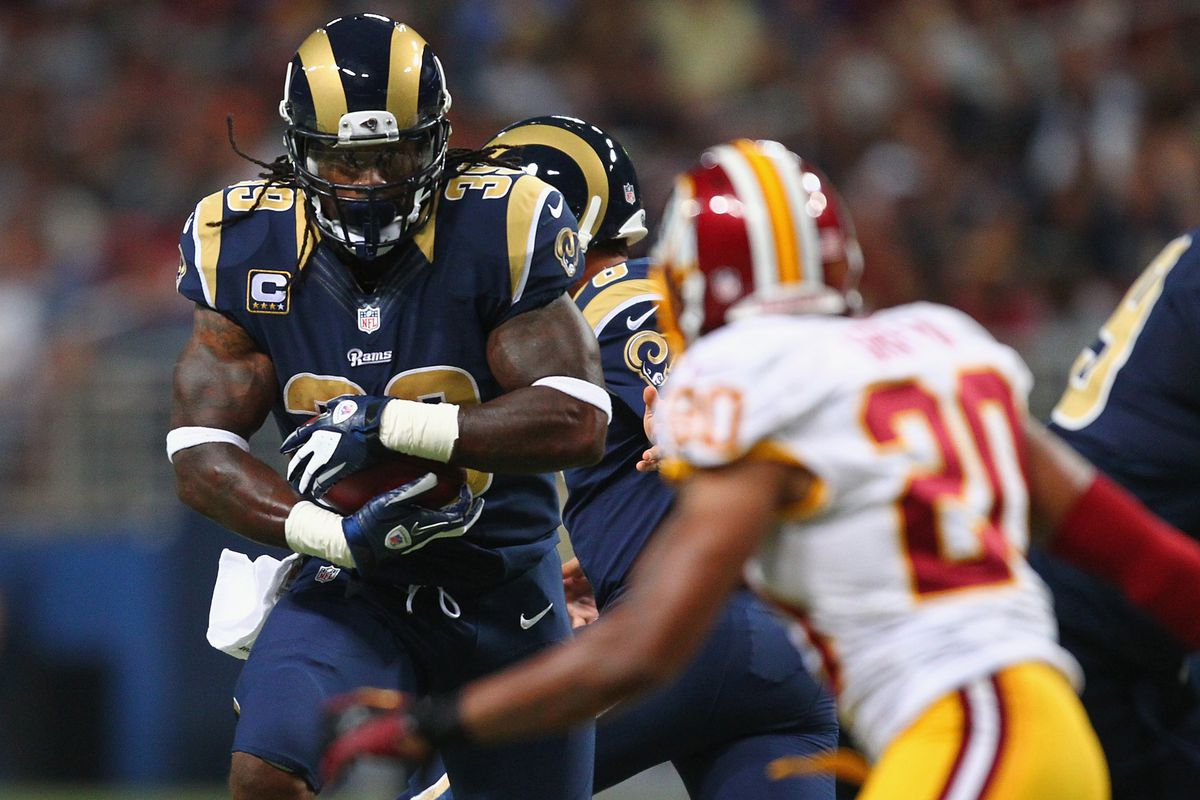 ST. LOUIS, MO - SEPTEMBER 16: Steven Jackson #39 of the St. Louis Rams rushes against the Washington Redskins t the Edward Jones Dome on September 16, 2012 in St. Louis, Missouri.  (Photo by Dilip Vishwanat/Getty Images)