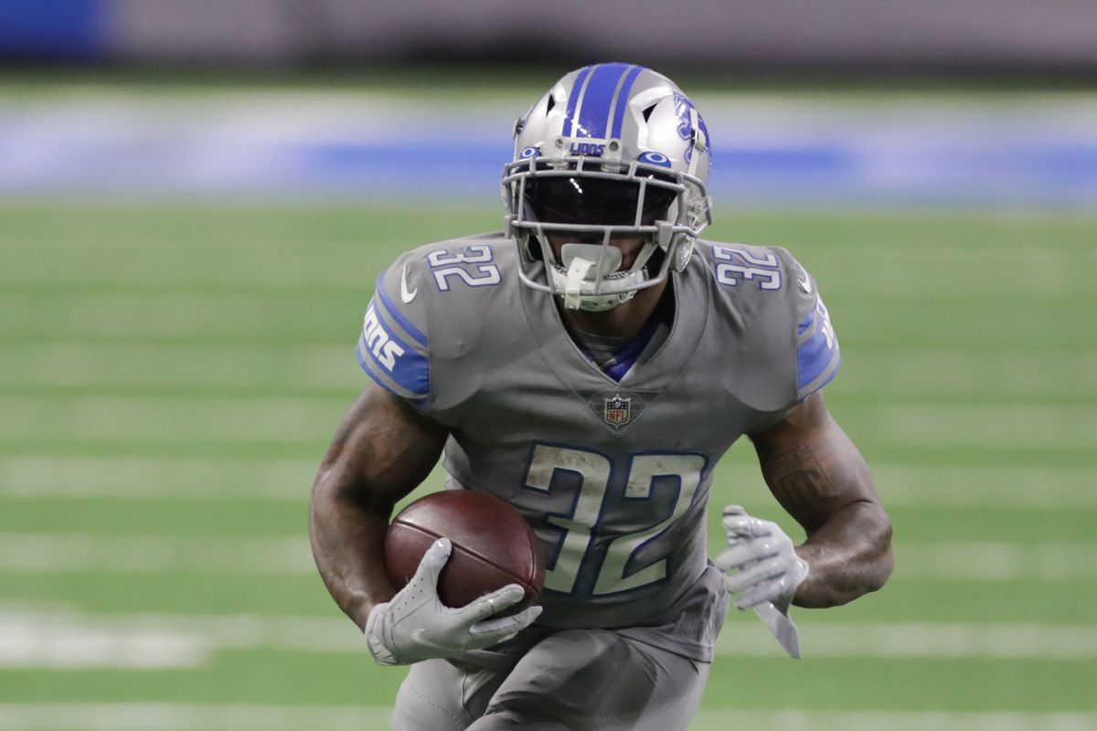 D'Andre Swift #32 of the Detroit Lions runs for a first down during the fourth quarter of the game against the Tampa Bay Buccaneers at Ford Field on December 26, 2020 in Detroit, Michigan.