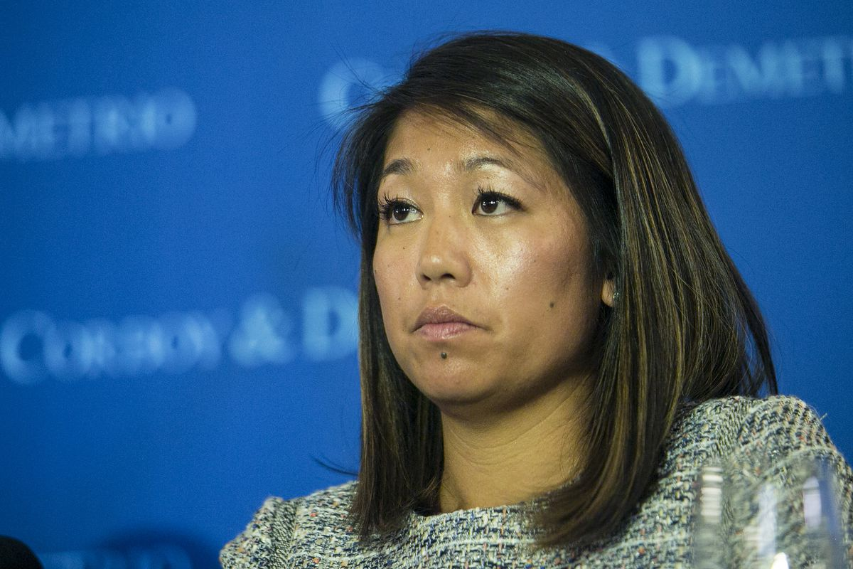 Crystal Dao Pepper, a daughter of Dr. David Dao, speaks about the removal of her father from a United Airlines flight last Sunday during a press conference at the Union League Club on Thursday.   Ashlee Rezin/Sun-Times