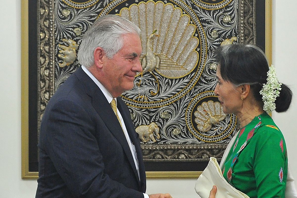 US Secretary of State Rex Tillerson (L) shakes hand with Myanmar's State Counselor Aung San Suu Kyi during a press conference in Naypyidaw on November 15, 2017.