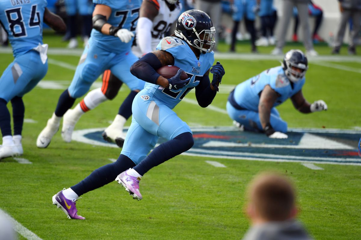 Tennessee Titans running back Derrick Henry (22) runs for a short gain during the first half against the Cleveland Browns at Nissan Stadium.