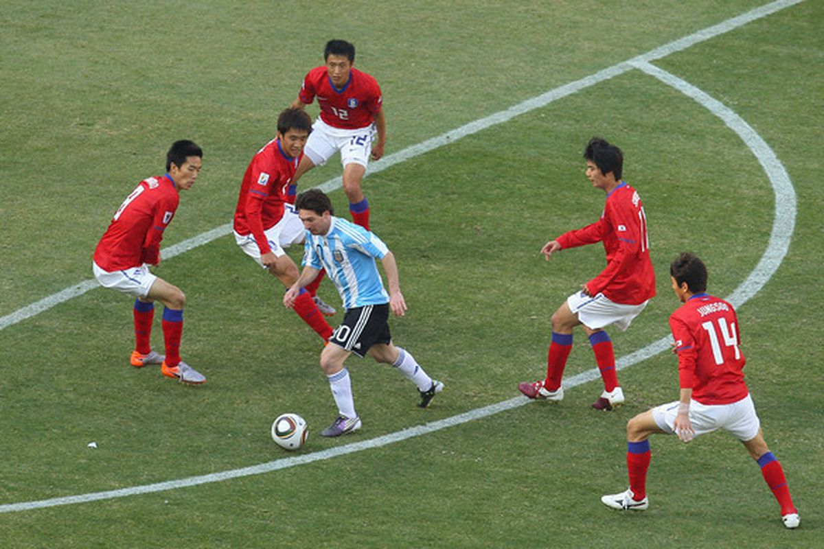 If you view this photo in full size, you'll see two more Korean defenders and no Argentine players; despite being surrounded, Messi still ended up putting a shot on goal from this play.