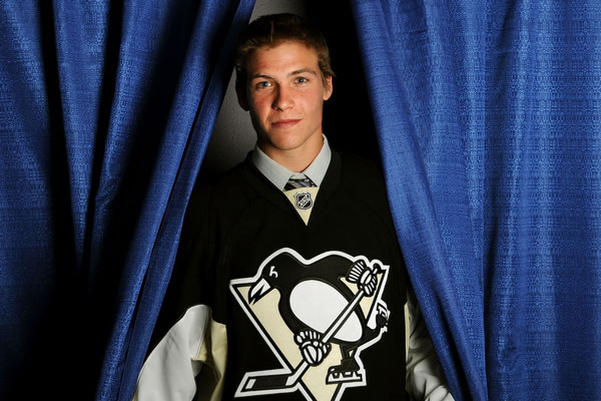LOS ANGELES, CA - JUNE 25:  Beau Bennett, drafted 20th overall of the Pittsburgh Penguins, poses for a portrait during the 2010 NHL Entry Draft at Staples Center on June 25, 2010 in Los Angeles, California.  (Photo by Harry How/Getty Images)