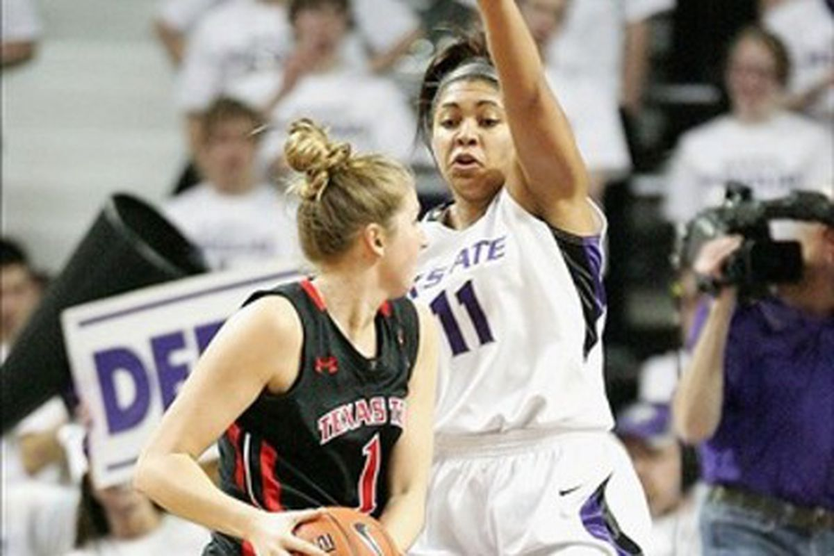 It's a K-State women's basketball picture without Britney Griner in it. It was hard to find.