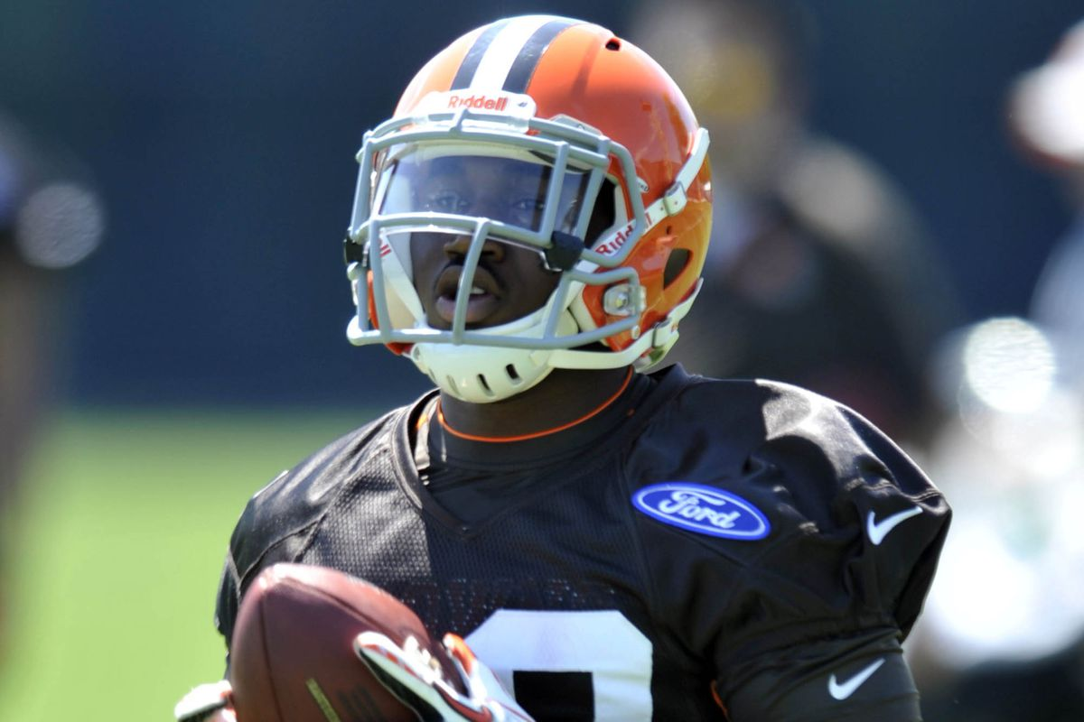 New Browns RB Dion Lewis was acquired from the Philadelphia Eagles.