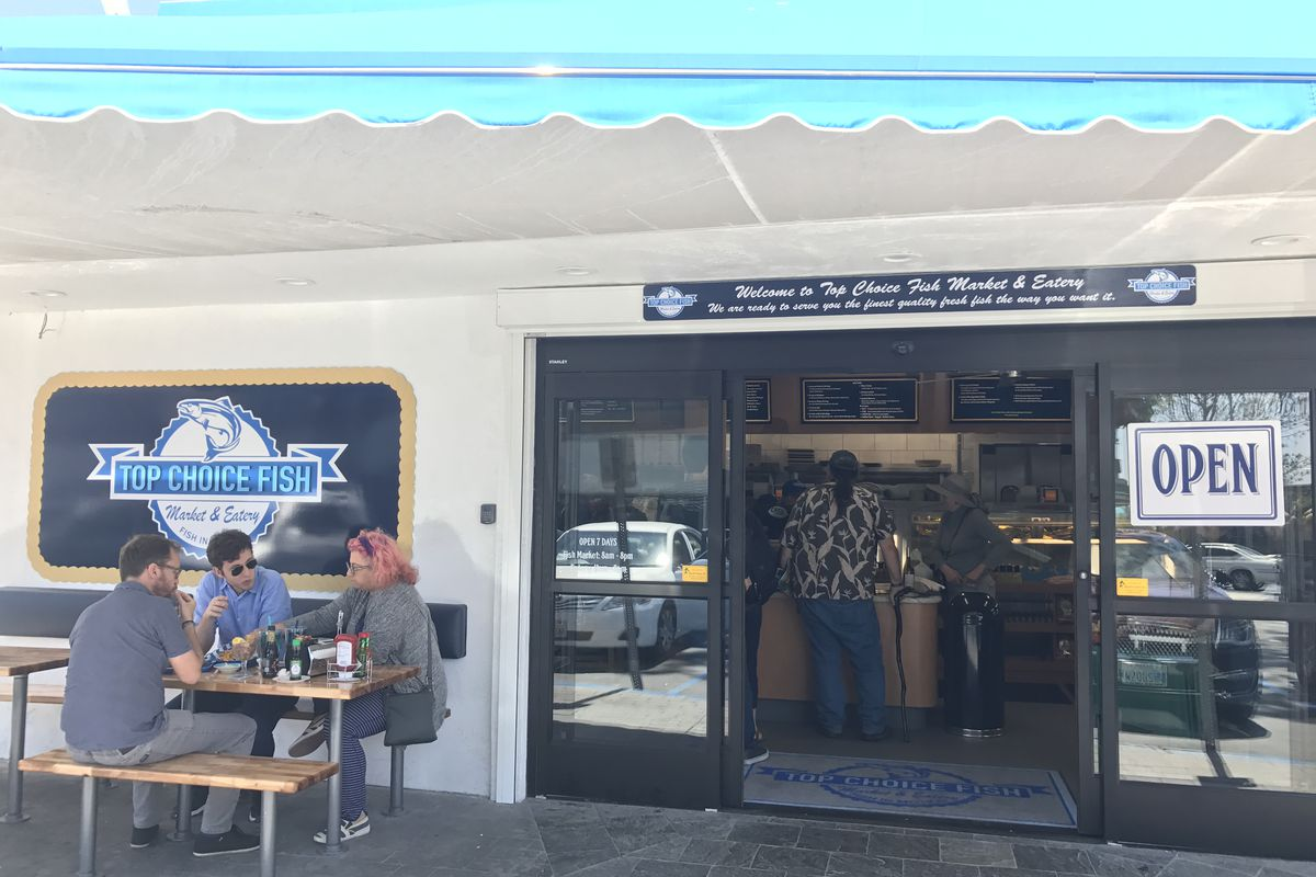 Fresh seafood market eatery sails into north county for Fish market restaurant san diego