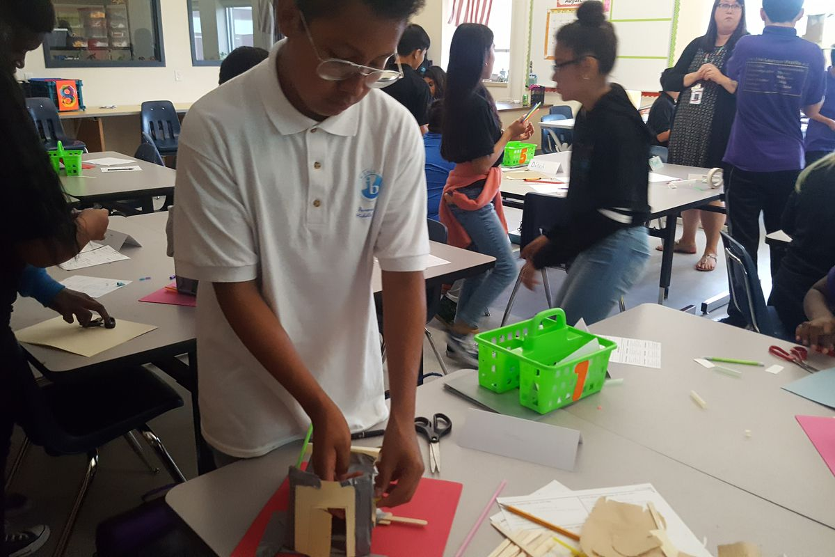Students at Aurora Hills Middle School work on creating huts in their STEM class. (Photo by Yesenia Robles, Chalkbeat)