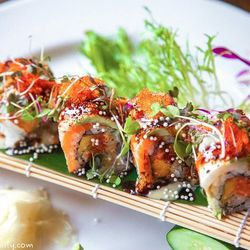"""Tomo roll at Osaka by <a href=""""http://www.flickr.com/photos/lala010/8519625623/in/pool-1844845@N22"""">lala010</a>."""