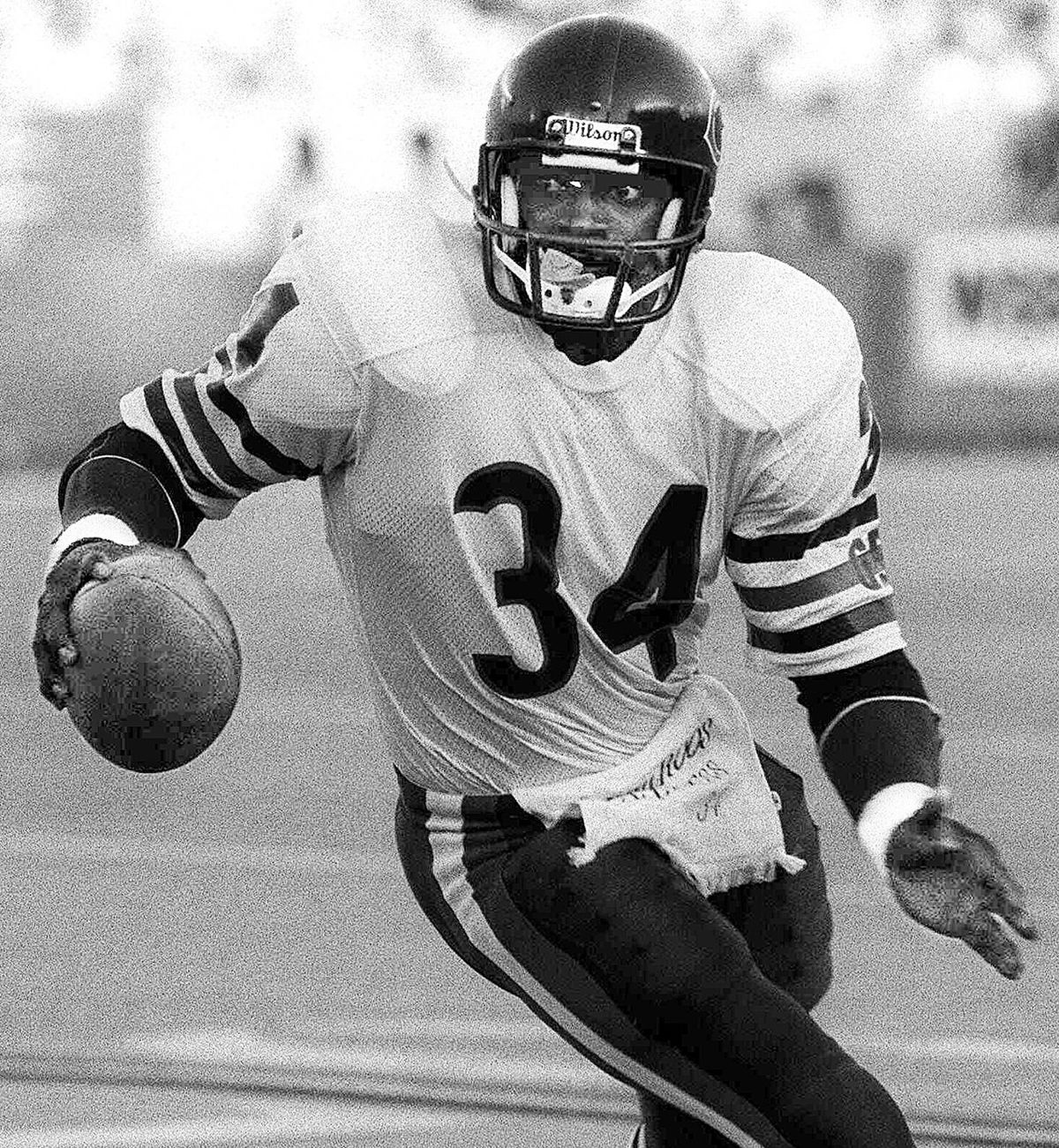 Walter Payton carrying the ball at Soldier Field in 1985.