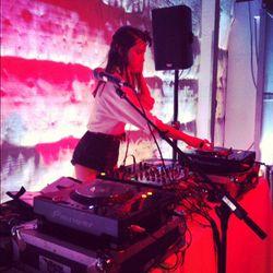 The DJ was rocking hot pants.