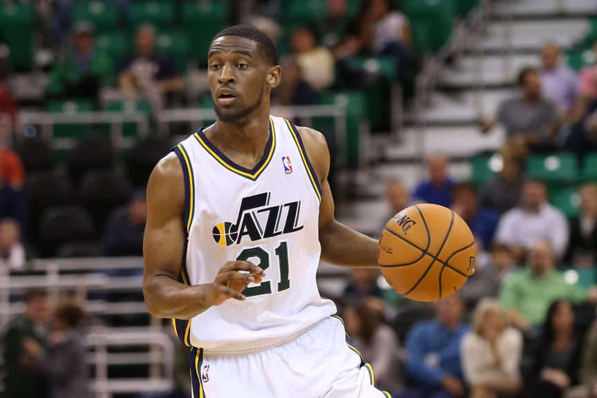 Utah Jazz: Clark returns home but doesn't get to play - Dese