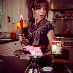 Lindsey Stirling makes a cake.