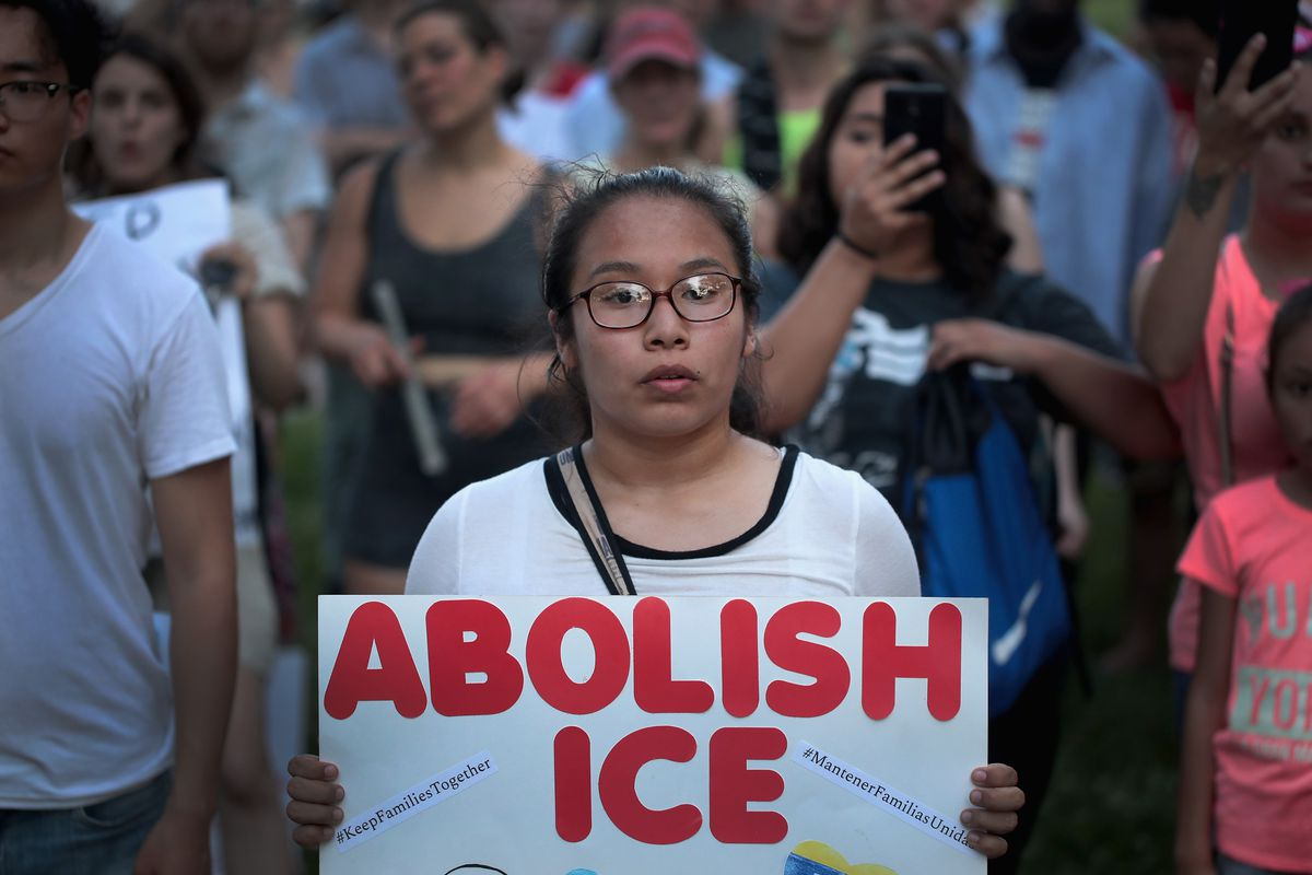 Protestors in Chicago rally against the mass detention of undocumented immigrants