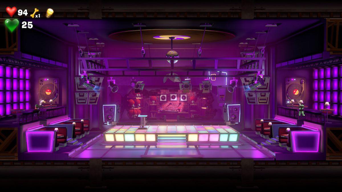 Luigi and Gooigi stand on opposite sides of a disco dance floor in Luigi's Mansion 3