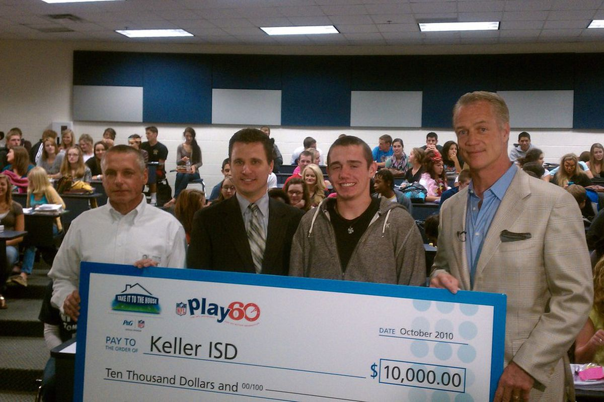 Daryl Johnston presents a check to the Keller, TX ISD in support of NFL Play 60.
