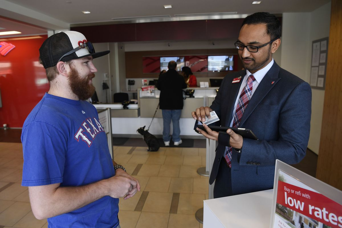 Bank Of America Financial Center Manager Tesh Patel Checks In A Customer The Lobby Branch Denver On April 27 2016 Andy Cross Post