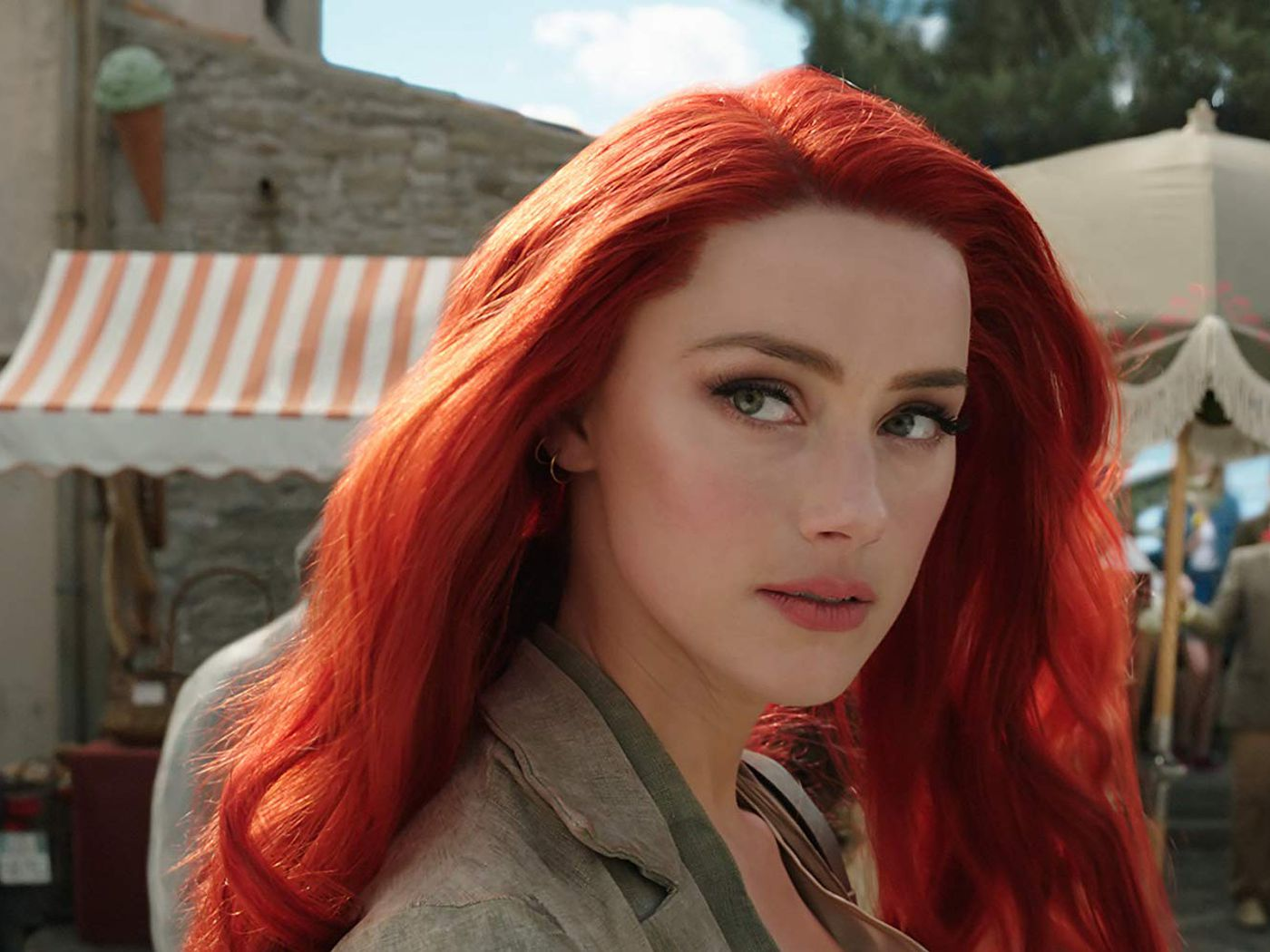 Aquaman Trailer See Amber Heard And Her Giant Red Wig Racked