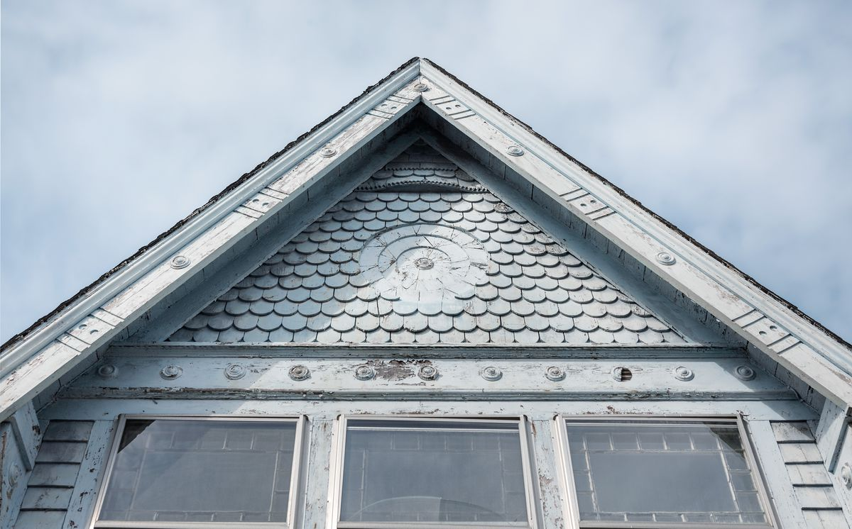 roof gable, Seaside Victorian Cottage, Queen for a New Day, Nov/Dec 2020