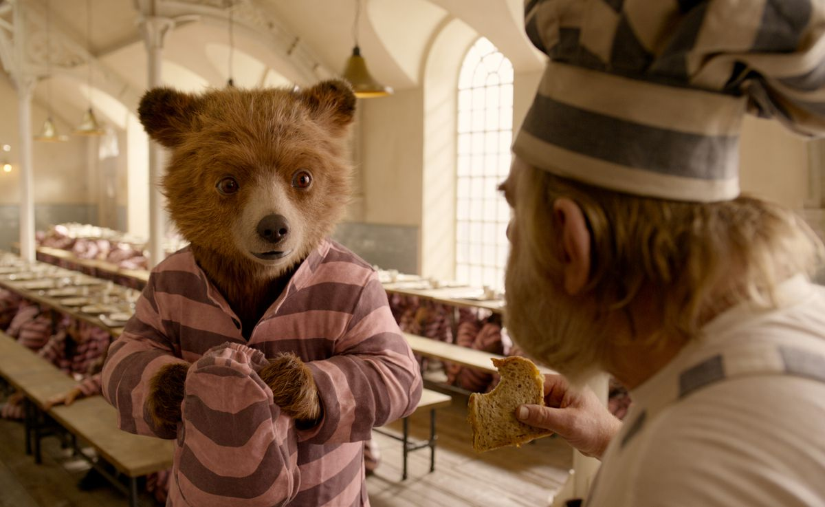 Paddington 2 - Paddington and Knuckles in prison